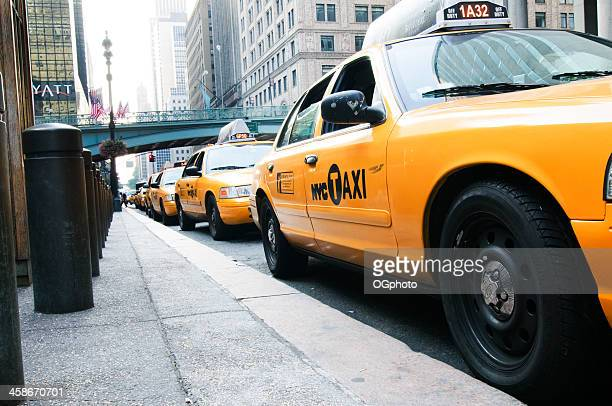line of taxis - ogphoto stock pictures, royalty-free photos & images