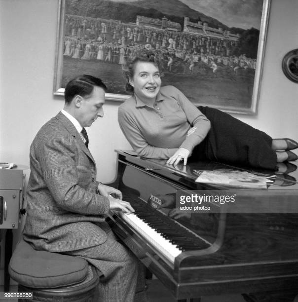 Line Renaud and Loulou Gasté . In 1954.
