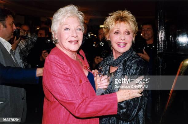 Line Renaud et Annie Cordy sous les flash des photographes le 13 septembre 1999 à Paris France