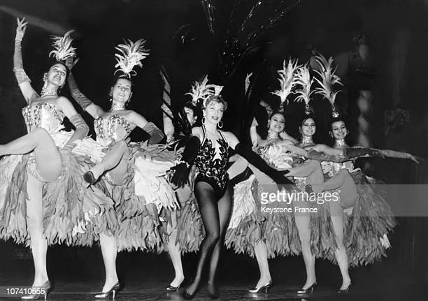 Line Renaud Reheasing Her Last Show Plaisirs Surrond By Her Dancers At The Casino Of Paris On December 09Th 1959