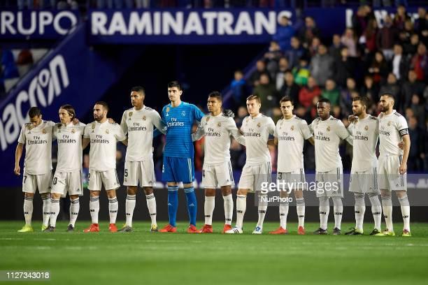 Line up Real Madrid Lucas Vazquez Luka Modric Daniel Carvajal Raphael Varane Thibaut Courtois Casemiro Toni Kroos Sergio Reguilon Vinicius Junior...