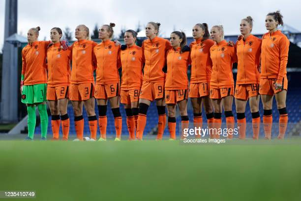 Line up Sari van Veenendaal of Holland Women, Aniek Nouwen of Holland Women, Stefanie van der Gragt of Holland Women, Jill Roord of Holland Women,...