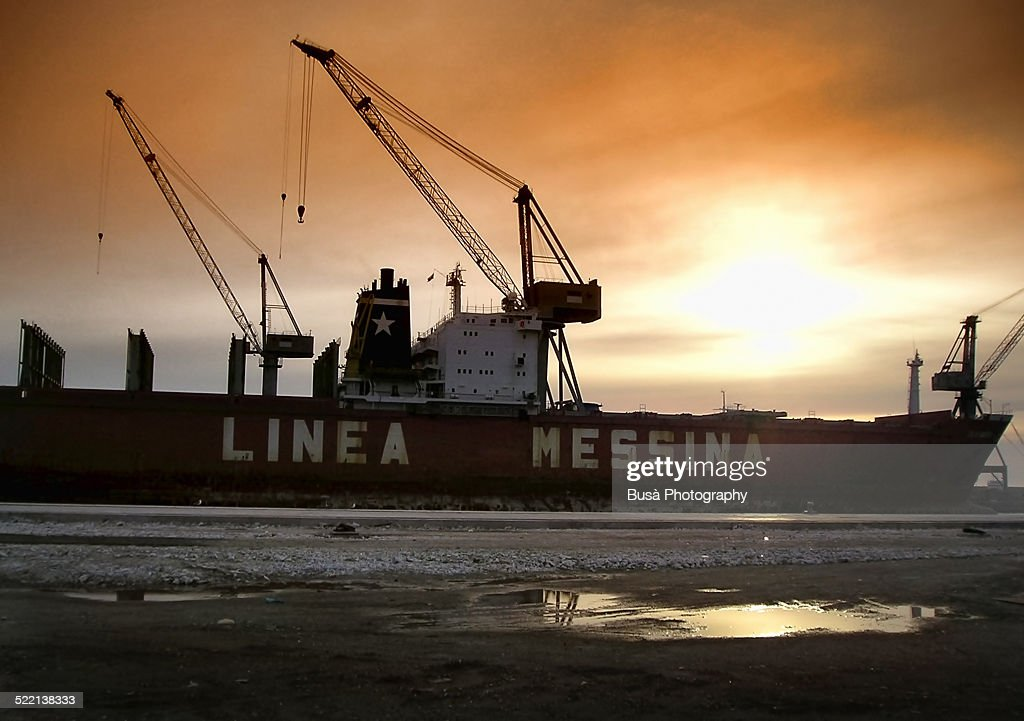 linea messina vessel in the harbour of palermo stock photo