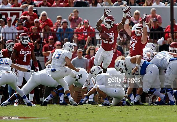 Linebacker Devante Bond of the Oklahoma Sooners blocks a field goal attempt by place kicker Redford Jones of the Tulsa Golden Hurricane September 19,...