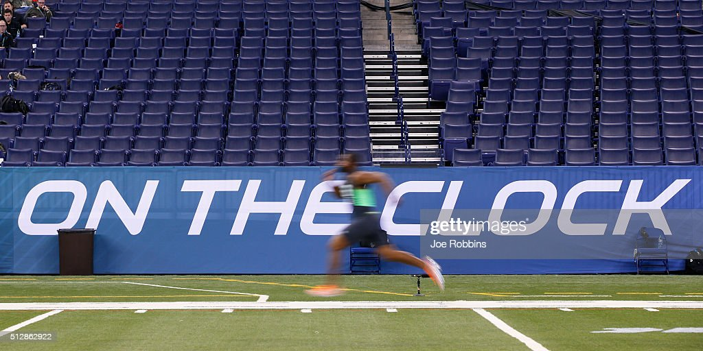 Linebacker Eric Striker of Oklahoma runs the 40-yard dash during the 2016 NFL Scouting Combine at Lucas Oil Stadium on February 28, 2016 in Indianapolis, Indiana.