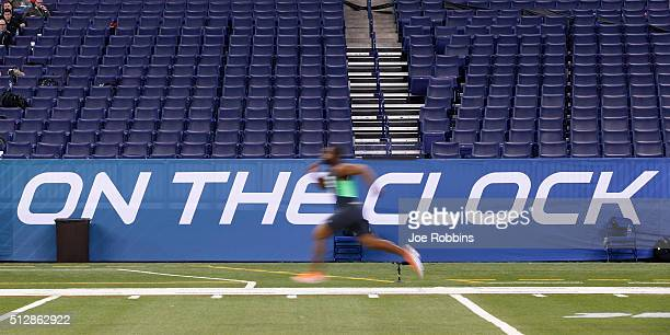 Linebacker Eric Striker of Oklahoma runs the 40-yard dash during the 2016 NFL Scouting Combine at Lucas Oil Stadium on February 28, 2016 in...