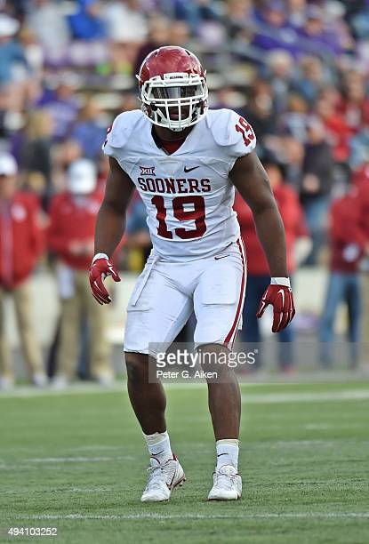 Linebacker Eric Striker of the Oklahoma Sooners gets set on defense against the Kansas State Wildcats during the second half on October 17 2015 at...