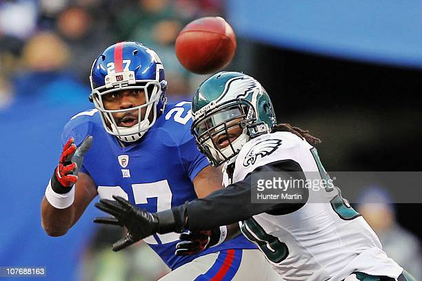 Linebacker Ernie Sims of the Philadelphia Eagles breaks up a pass intended for running back Brandon Jacobs of the New York Giants during a game at...