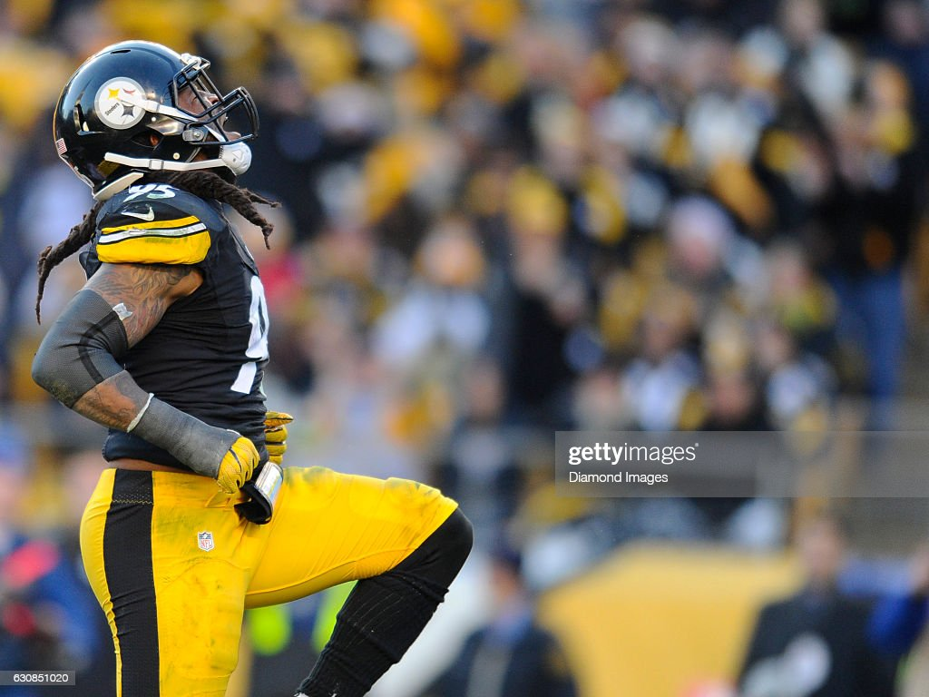 Linebacker Jarvis Jones #95 of the Pittsburgh Steelers celebrates a sack during a game against the Cleveland Browns on January 1, 2017 at Heinz Field in Pittsburgh, Pennsylvania. Pittsburgh won 27-24 in overtime.