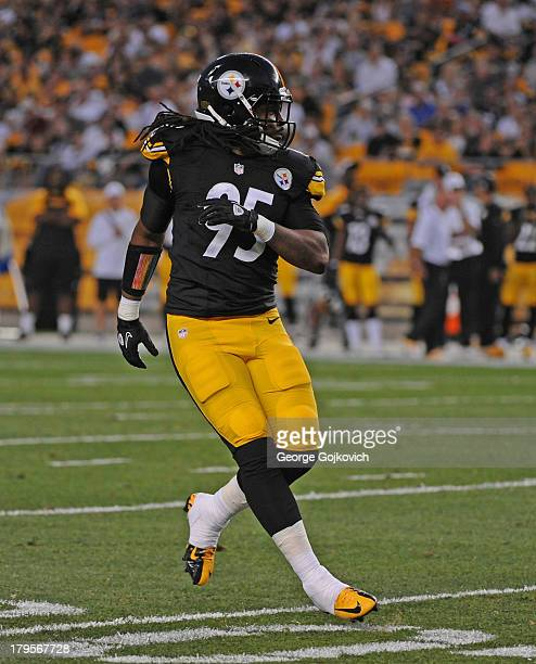 Linebacker Jarvis Jones of the Pittsburgh Steelers pursues the play during a preseason game against the New York Giants at Heinz Field on August 10...