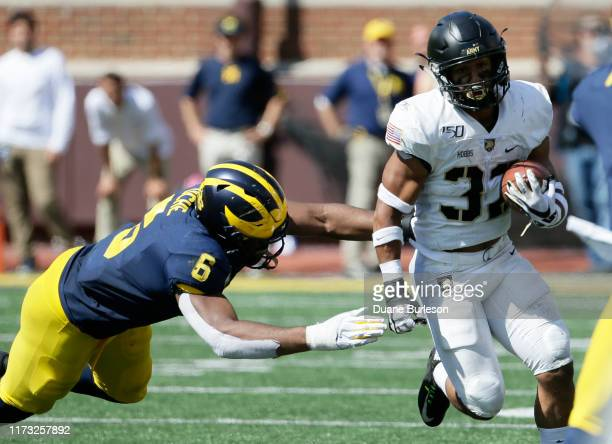 Linebacker Josh Uche of the Michigan Wolverines closes in on running back Artice Hobbs IV of the Army Black Knights during the second half at...