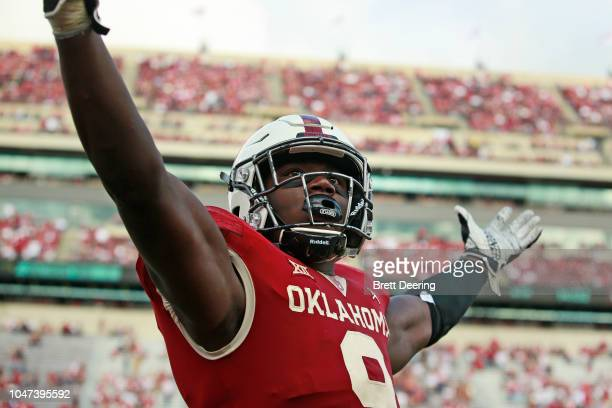 Linebacker Kenneth Murray of the Oklahoma Sooners gestures to the crowd after a roughing the passer call during the game against the Baylor Bears at...