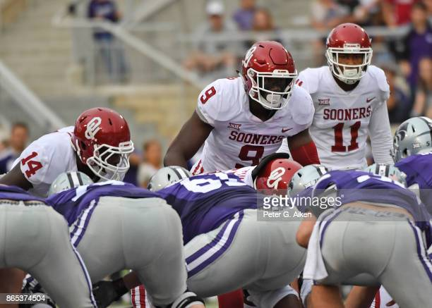 Linebacker Kenneth Murray of the Oklahoma Sooners gets set on defense against the Kansas State Wildcats during the first half on October 21 2017 at...