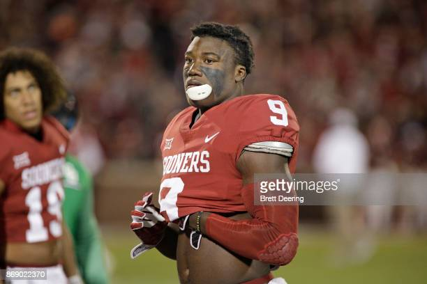 Linebacker Kenneth Murray of the Oklahoma Sooners warms up before the game against the Texas Tech Red Raiders at Gaylord Family Oklahoma Memorial...
