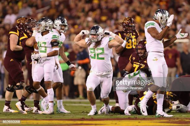 Linebacker La'Mar Winston Jr #32 of the Oregon Ducks reacts after a tackle against the Arizona State Sun Devils during the first half of the college...