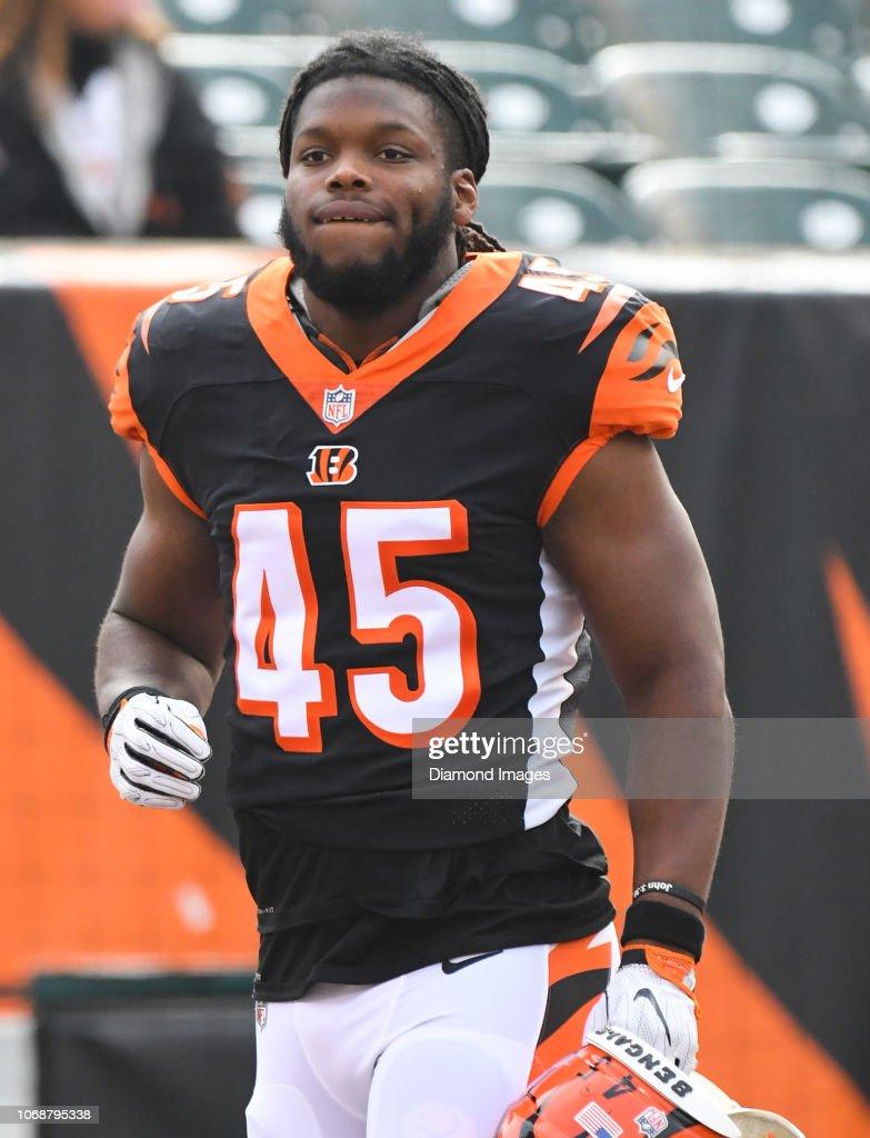 purchase cheap 81660 e9127 Linebacker Malik Jefferson of the Cincinnati Bengals on the ...