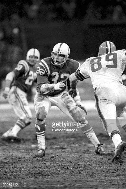Linebacker Mike Curtis of the Baltimore Colts drops back into pass coverage during a game on October 20 1968 against the Cleveland Browns at Memorial...