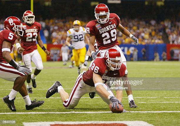 Linebacker Russell Dennison of Oklahoma recovers a blocked punt on his team's own 1yard line in the second quarter of the Nokia Sugar Bowl National...