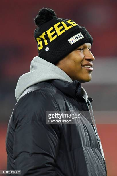Linebacker Ryan Shazier of the Pittsburgh Steelers on the field prior to a game against the Cleveland Browns on November 14, 2019 at FirstEnergy...