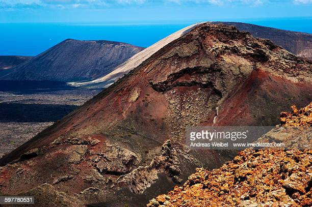 lined up volcanoes in timanfaya - timanfaya national park stock pictures, royalty-free photos & images