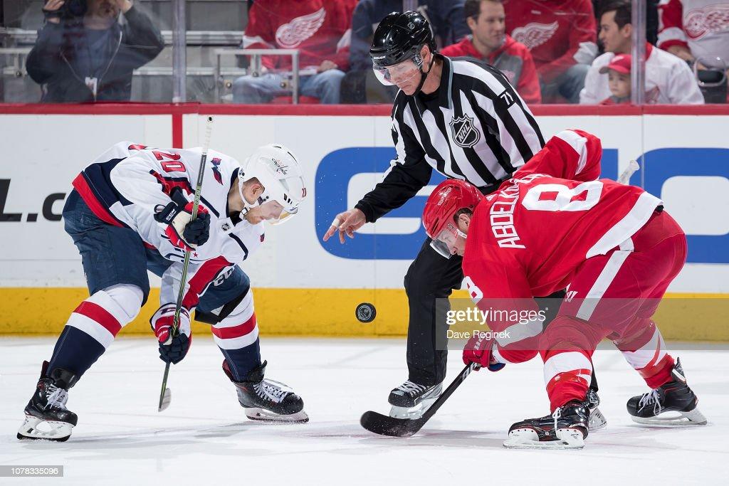 Washington Capitals v Detroit Red Wings : Fotografía de noticias