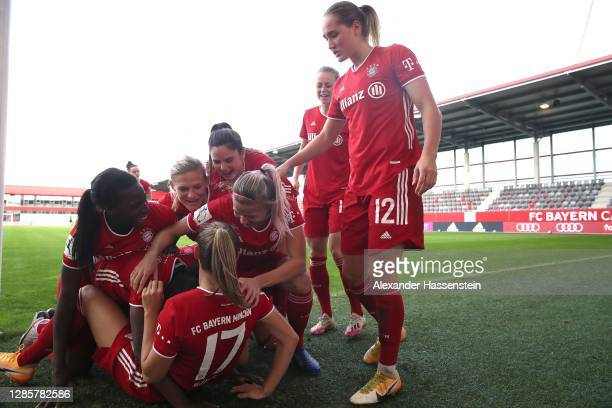 Lineth Beerensteyn of FC Bayern München celebrates scoring thge 3rd team goal with her teamm mate Klara Bühl , Viviane Asseyi , Sydney Lohmann and...