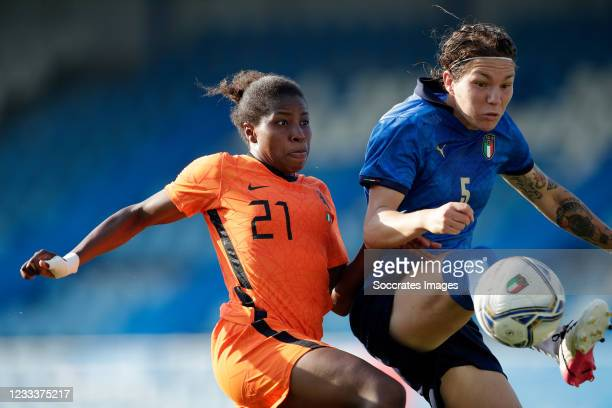 Lineth Beerensteyn of Holland Women, Elena Unari of Italy Women during the International Friendly Women match between Italy v Holland at the Paola...
