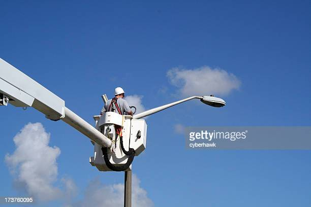 lineworker 4 - street light stock pictures, royalty-free photos & images