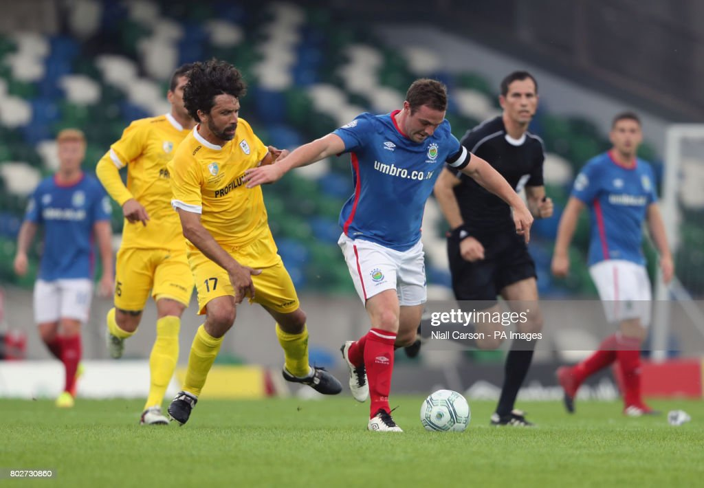 Linfield v La Fiorita - UEFA Champions League - First Qualifying Round - First Leg - Windsor Park : Foto di attualità
