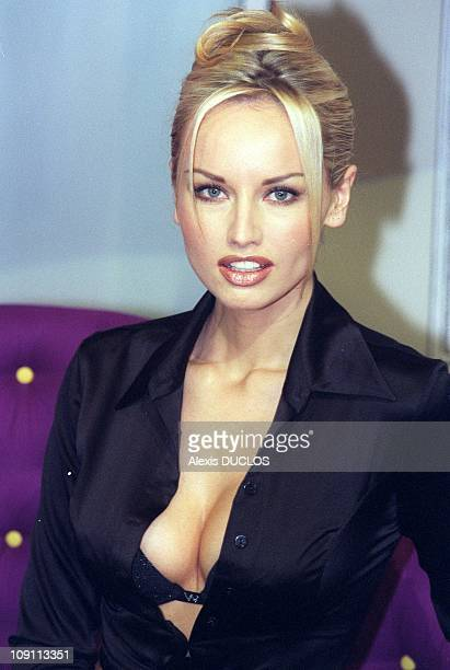 Lingerie Fair Adriana Karembeu On The Playtex Catwalk On January 29Th 2000 In Paris France