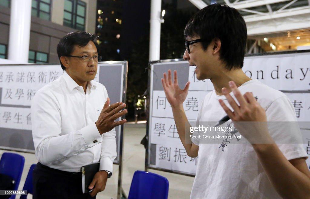 Lingnan's new council member, former President of Law Society Junius Ho Kwan-yiu(L) with Lingnan University Students' Union Philip Lau Chun-lam at a forum at Lingnan University. 10NOV15 : ニュース写真