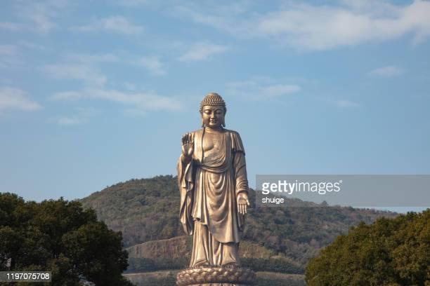 lingshan giant buddha - luogo d'interesse locale foto e immagini stock