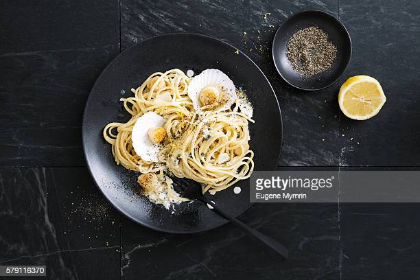 Linguine pasta with grilled scallop