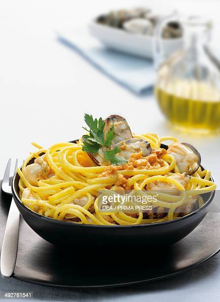 Linguine with clams and sea urchins