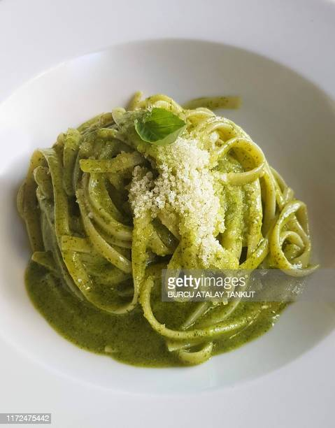 linguini with pesto sauce - pesto stock pictures, royalty-free photos & images