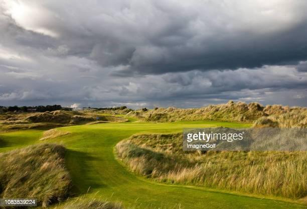 links golf course in ierland - ierland stockfoto's en -beelden