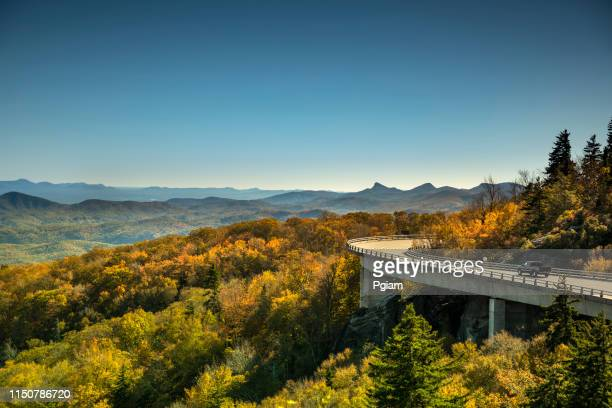 linn cove viaduct blue ridge parkway in autumn - north carolina stock pictures, royalty-free photos & images