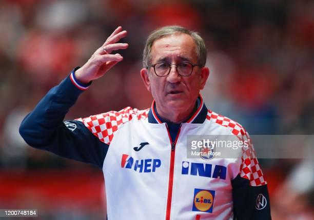Lino Červar, head coach of Croatia gestures during the Men's EHF EURO 2020 main round group I match between Croatia and Czech Republic at Wiener...