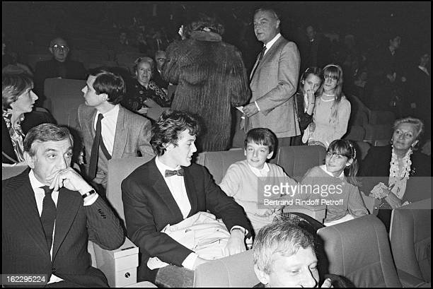 Lino Ventura with his grandchildren and his wife Odette at the Les Miserables premiere