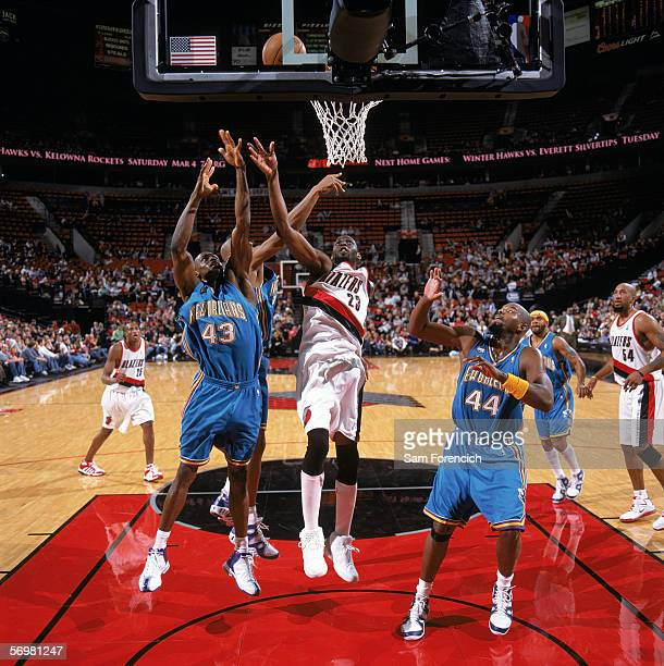 Linton Johnson III of the New Orleans/Oklahoma City Hornets goes to the basket against Darius Miles of the Portland Trail Blazers during a game at...