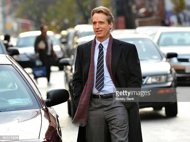 Linus Roache on location for Law Order on the streets of Manhattan on December 9 2009 in New York City