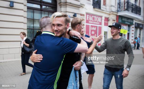 Linus Wahlqvist of Sweden says goodbye to staff following the Swedish U21 national team at IBB Grand Hotel Lublinianka on June 23 2017 in Lublin...