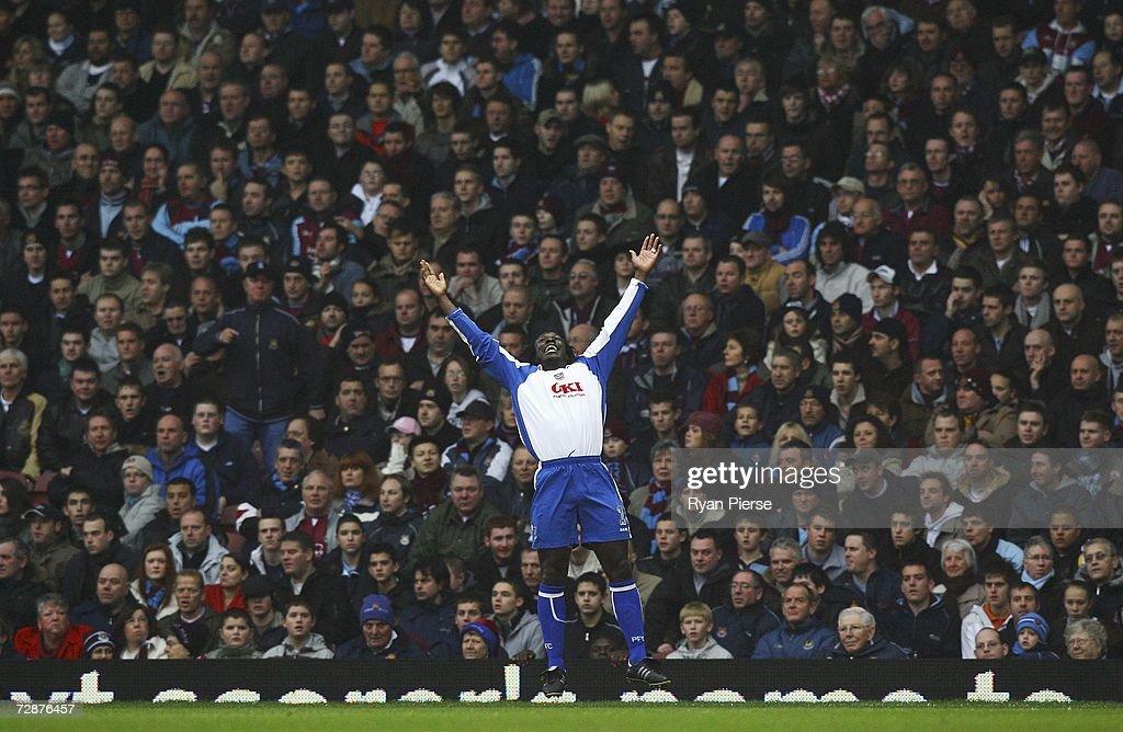 West Ham United v Portsmouth : News Photo