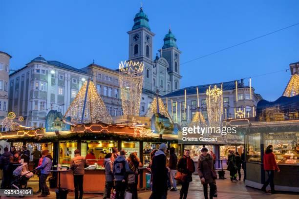 Linz an Weihnachten, dem Hauptplatz - Österreich