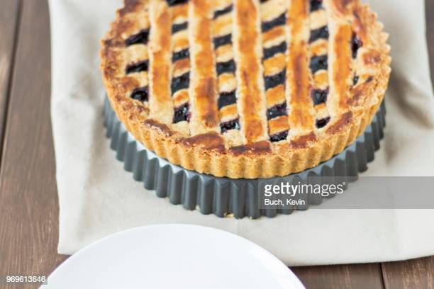 linzertorte (nut and jam layer cake) - linz stock pictures, royalty-free photos & images