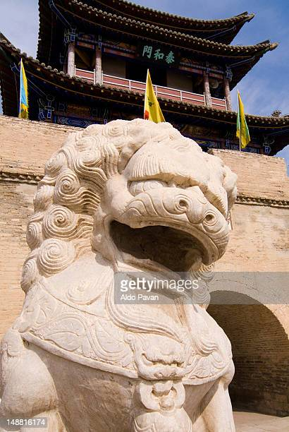 lion at entrance of meidai lamasery. - baotou stock pictures, royalty-free photos & images