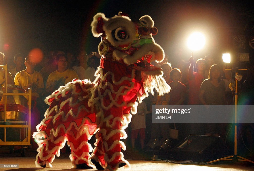 A lion dance is performed in Kuala Lumpu : News Photo