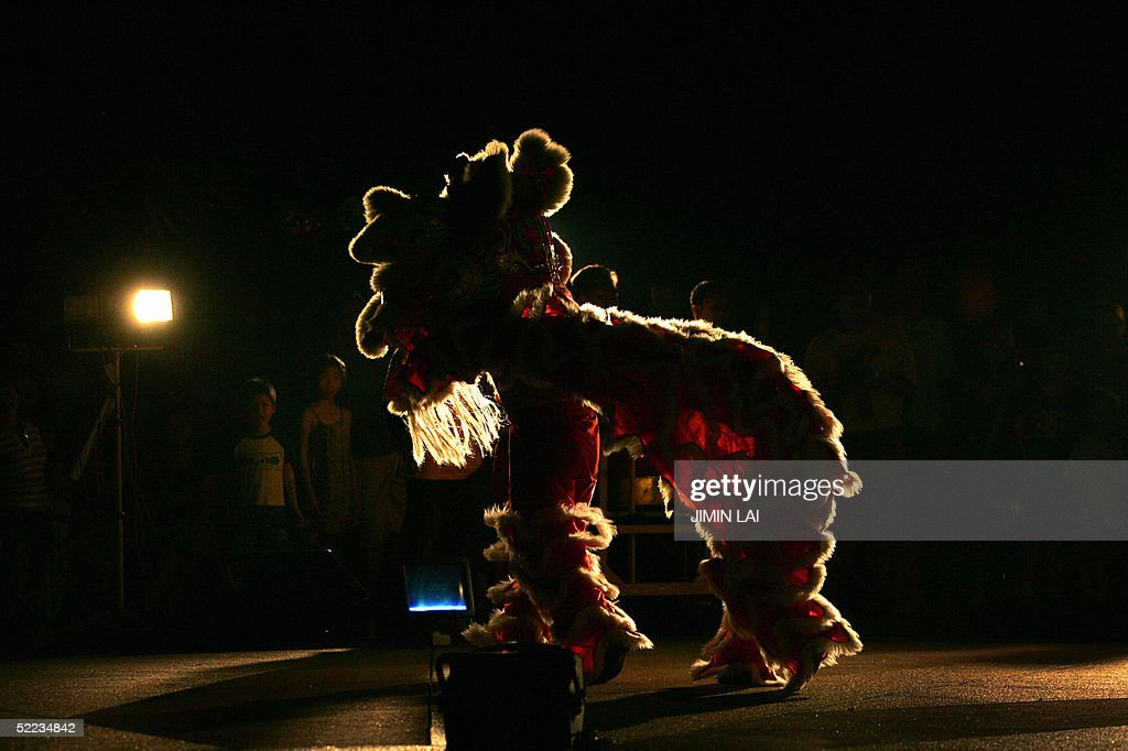 A lion dance is performed in Kuala Lumpu : News Photo