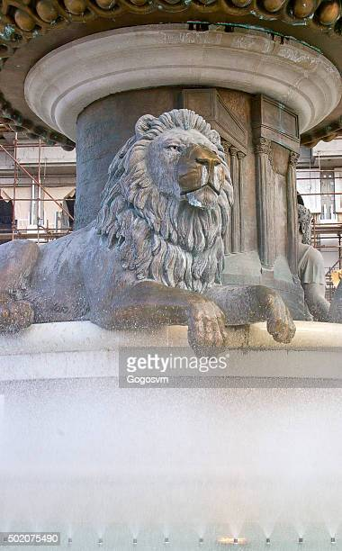 lion statue fountain - colossus stock pictures, royalty-free photos & images