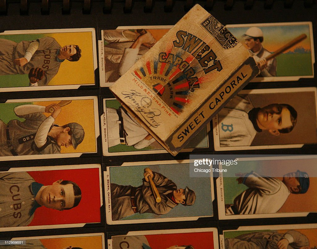 Lionel Carter displays part of his extensive collection, sho : News Photo